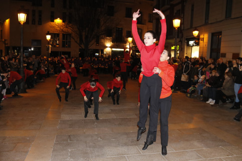 A dance performance in the street of Manresa for its inauguration as the Catalan culture capital of 2018 on January 20 (by Jordi Pujolar)