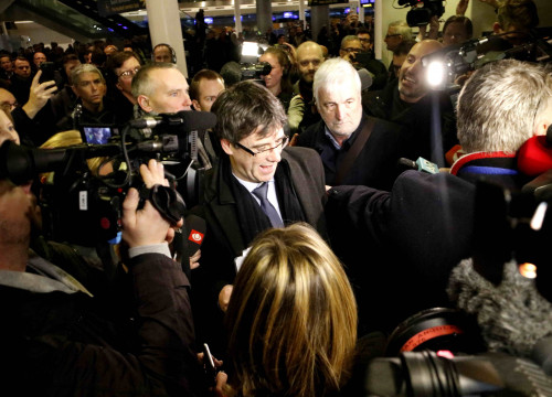 Carles Puigdemont arrives in Copenhagen with his traveling companions (by Rafa Garrido)