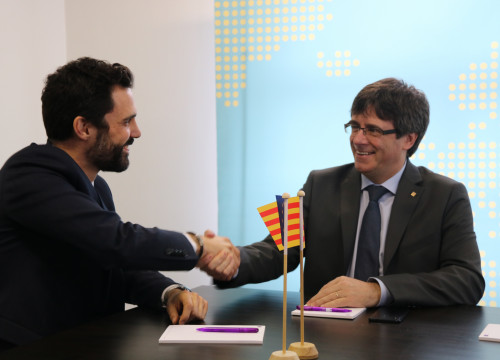 Roger Torrent and Carles Puigdemont during their meeting in Brussels (by Blanca Blay)
