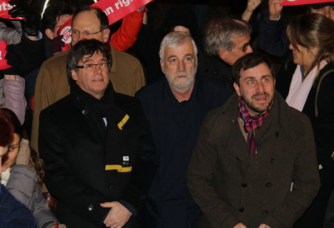 Deposed Catalan president Carles Puigdemont (left), Josep Maria Matamala (center), and deposed minister Toni Comín (by Laura Pous)