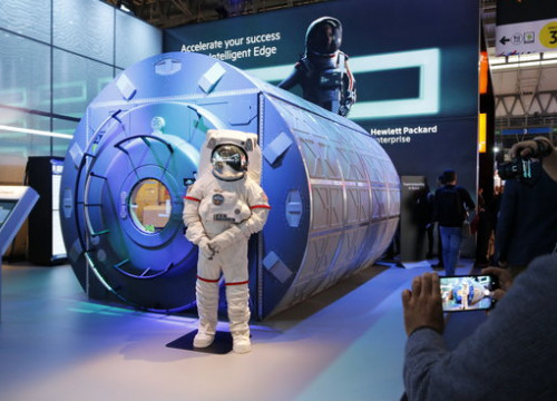 HP brings a 'spaceship' to the Mobile World Congress (by ACN)