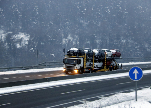 Snow falls while a lorry transports cars on the highway on February 28 2018 (by Laura Busquets)
