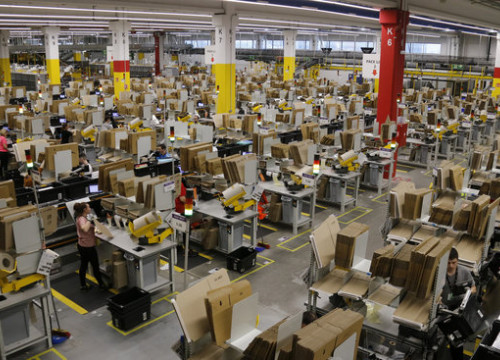 The packaging area at Amazon logistics centre (by ACN)