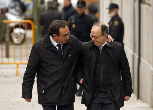 Deposed Catalan ministers Josep Rull (left) and Jordi Turull arrive in Spain's Supreme Court on March 23 (by Javier Barbancho)
