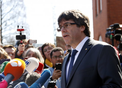 Carles Puigdemont outside the Neumünster prison (by ACN)