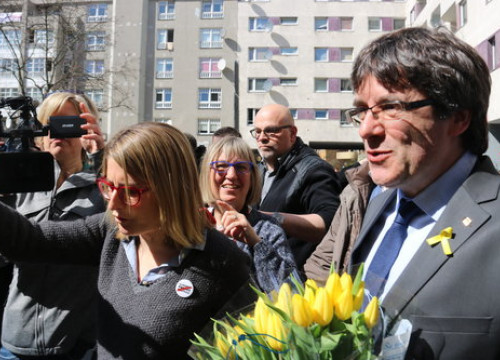Deposed Catalan president Carles Puigdemont (right) and Junts per Catalunya spokesperson Elsa Artadi in Germany (by Guifré Jordan)