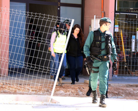 The activist arrested leaves her home escorted by Spanish Guardia Civil officers (by Norma Vidal)