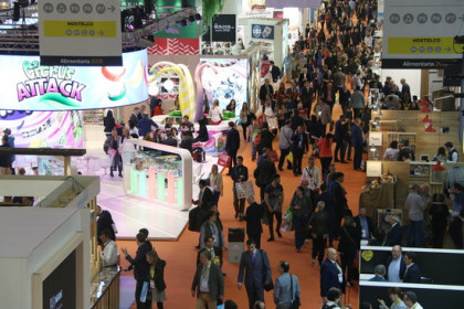 Exhibitors and attendees at Alimentaria 2018 (by Andrea Zamorano)