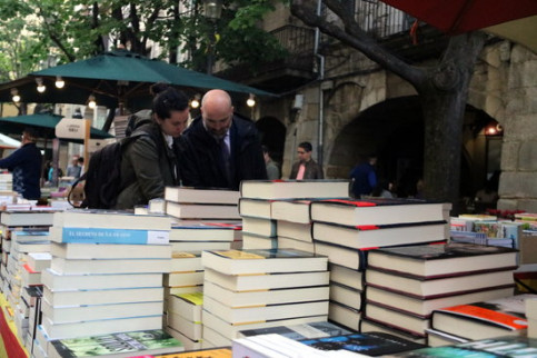 Booksellers all across Catalonia take their wares out on to the streets (by ACN)