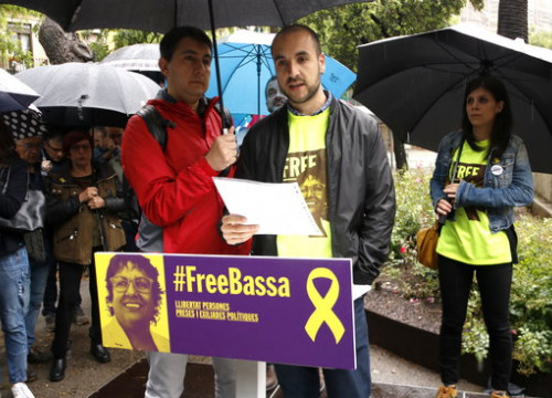 The jailed politician Dolors Bassa's son during an event to support her (by Rafa Garrido)