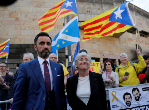Clara Ponsatí and her lawyer Aamer Anwar in May (REUTERS/Russell Cheyne)