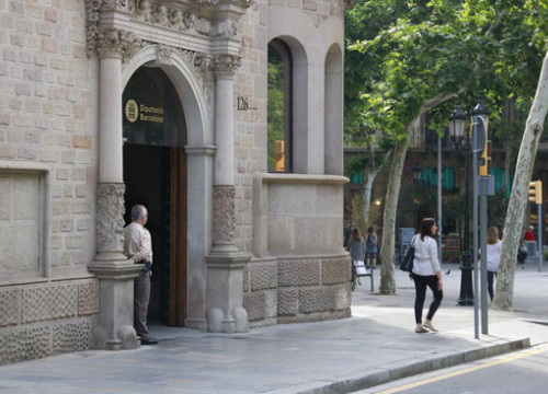Entrance to the Barcelona regional council building. (Photo: Laura Fíguls)