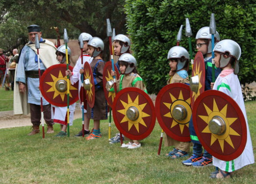 Children taking part in Tarraco Viva festival (by ACN)