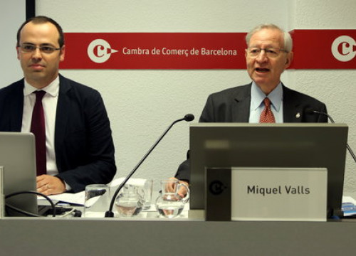 President of the Chamber of Commerce (right) Miquel Valls, alongside chamber's director of infrastructure studies Cristian Bardají on Friday (by ACN) f