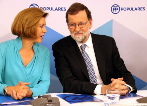 Former Spanish defence minister, María Dolores de Cospedal, and ex president of Spain, Mariano Rajoy (by Roger Pi de Cabanyes)