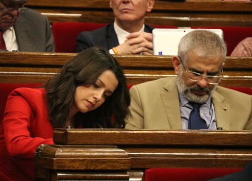 The opposition leader, Inés Arrimadas, with her deputy in Parliament, Carlos Carrizosa (by Núria Julià)