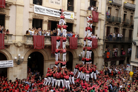 Two human towers of each levels each in Valls (by ACN)