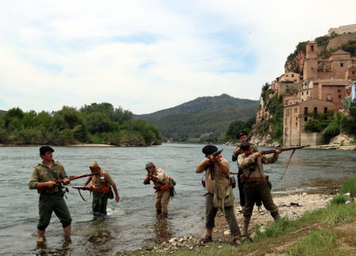 Reenactment of the Battle the Ebre in July 2018, in Miravet (by ACN)