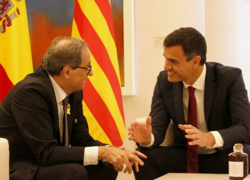 Catalan president Quim Torra (left) meets with his Spanish counterpart Pedro Sánchez (by ACN)
