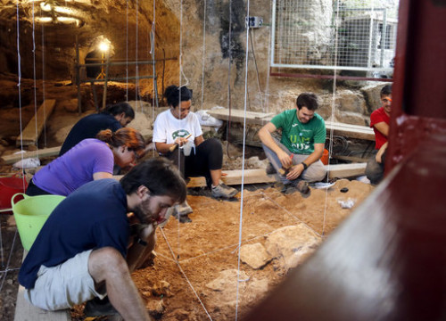 Archaeological digs at the Caves of Toll de Moià. (Photo: Jordi Pujolar)