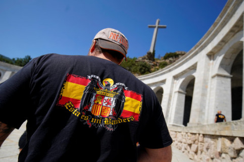 A man sporting a Franco flag on his t shirt (by Reuters)