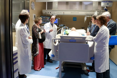Health minister Alba Vergés with head of intensive care at Vall d'Hebron hospital Ricard Ferrer (ACN)