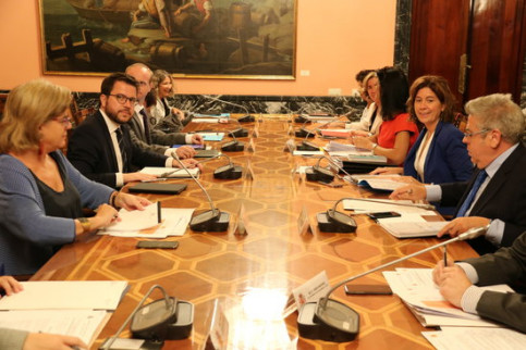 The Catalan vice president Pere Aragonès (left) with some Spanish finance ministry officials on Septermber 2015, 2018 (by Roger Pi de Cabanyes)