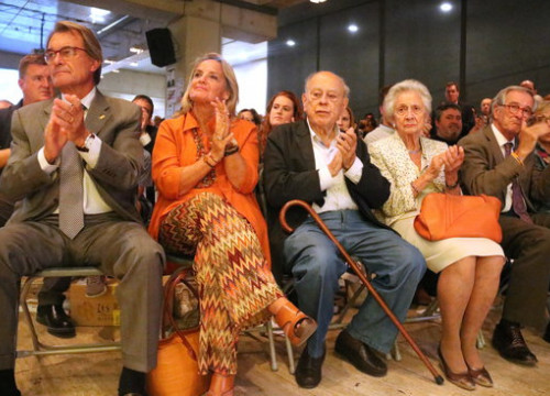 Former Catalan president Jordi Pujol (center) and his wife Marta Ferrussola, sitting on his left (by Bernat Vilaró)
