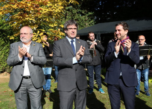 Carles Puigdemont (in the middle), along with his former ministers Lluís Puig (left) and Toni Comín (right)