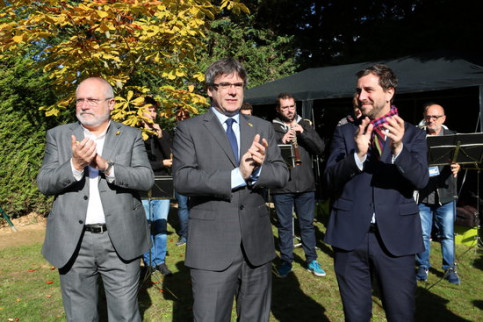 Former cabinet members Lluís Puig, Carles Puigdemont and Toni Comín in Waterloo, Belgium, on October 1, 2019 (by Natàlia Segura)