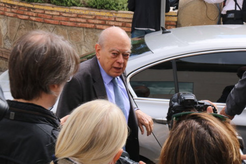 Photo of Jordi Pujol arriving at the Les Corts mortuary in Barcelona on October 7, 2018 (by Carola López)
