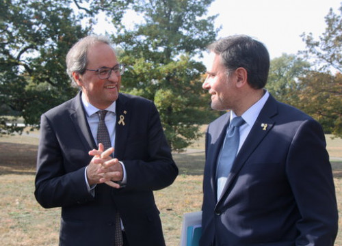 The Catalan president, Quim Torra (left), with the Catalan delegate in Geneva, Manuel Manonelles, on October 17, 2018 (by Alan Ruiz Terol)