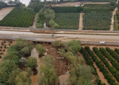 Aerial images of the C-12 road flooded in southern Catalonia on October 20 (by Catalan Firefighters)