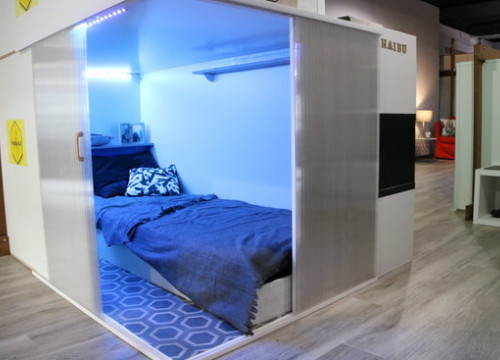 Haibu 4.0 capsule-like room on display in L'Hospitalet de Llobregat (by Andrea Zamorano)