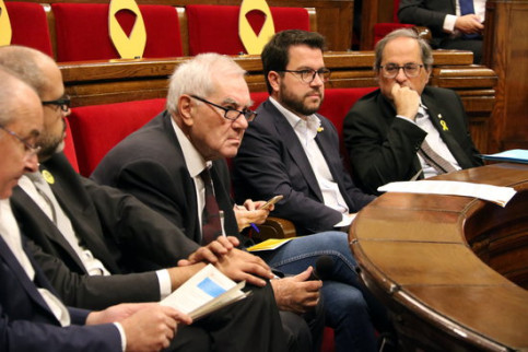 Catalan government members in parliament. From right to left: president Quim Torra, VP Pere Aragonès, and Foreign Action minister Ernest Maragall (by Àlex Recolons)