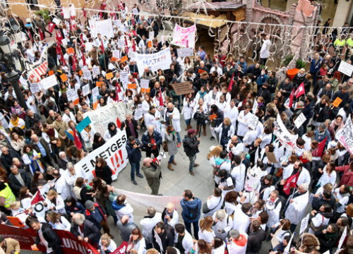 Image of a demonstration by medical staff from public-private centers in Terrassa on November 30 (by Norma Vidal)