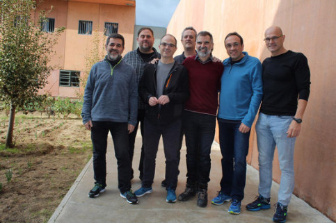 First photo of the seven male jailed leaders in Lledoners prison, published on November 30, 2018