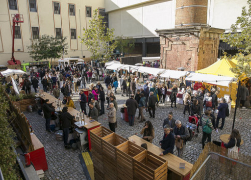 The Christmas market at the Old Estrella Damm Factory in 2018 (by TRESC)