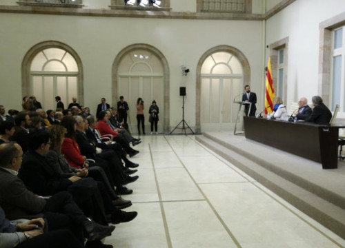 Image of the presentation of the manifesto to support the jailed Catalan former president, Carme Forcadell in the Catalan Parliament (by Guillem Roset)