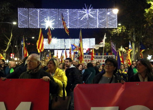 Pro-independence protest against the Spanish government in Barcelona's Passeig de Gràcia (by Laura Fíguls)