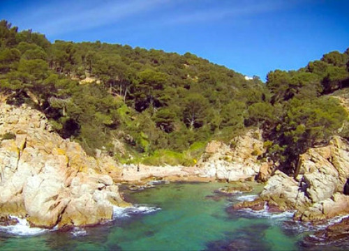 The rocky coastline of the Costa Brava. (Photo: SOS Costa Brava)