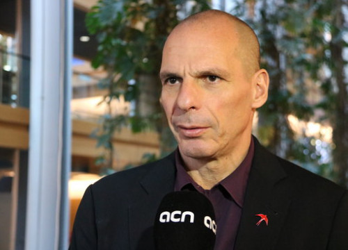 The former Greek finance minister, Yanis Varoufakis, during an interview with the Catalan News Agency (by Natàlia Segura)