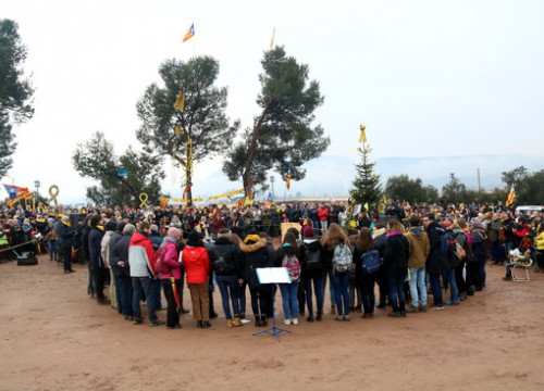 Image of the concert performed by Orfeó Català outside Lledoners prison on Sunday, January 20 (by Elisenda Rosanas)