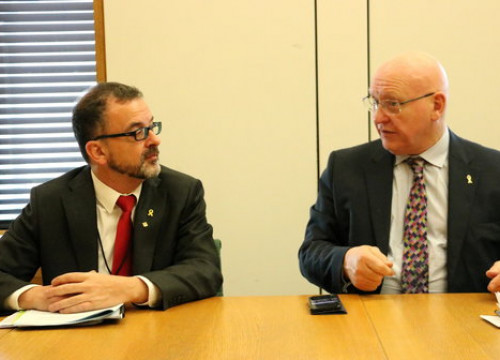The Catalan foreign minister Alfred Bosch and Welsh MP Hywel Williams in a meeting on January 31 (by Blanca Blay)