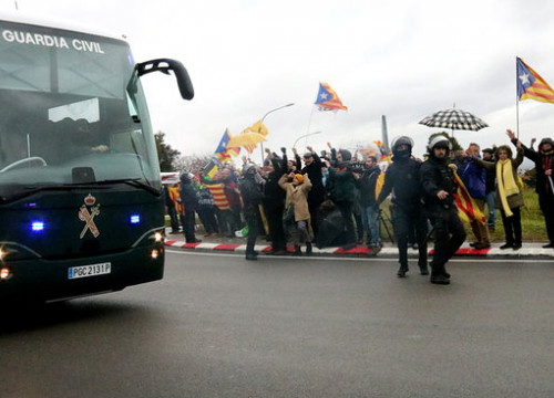 Spanish Guardia Civil moving jailed Catalan leaders to Madrid (by ACN)