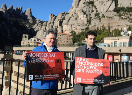 Activists against sexual abuse hold signs in front of the Montserrat mountain in February 2019 (by Gemma Aleman)