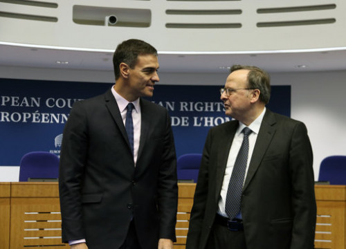 Spanish president Pedro Sánchez (left) and the president of the European Court of Human Rights, Guido Raimondi (by Natàlia Segura)