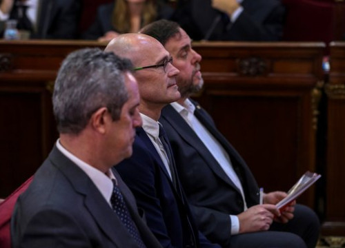 From left to right: former Catalan ministers Joaquim Forn, Raül Romeva, and Oriol Junqueras sitting in the dock at Spain's Supreme Court (EFE)