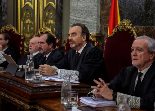 Supreme Court judges including Manuel Marchena, second from right, in Spain's top tribunal. (Photo: Pool EFE)