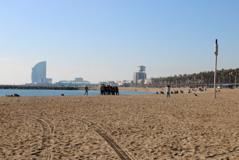 Barcelona beach, with the iconic W hotel in the background. (Photo: Aina Martí)